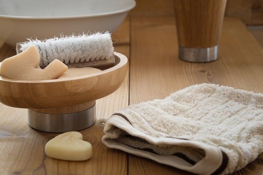 photo montrant des serviettes et autres équipement de toilette