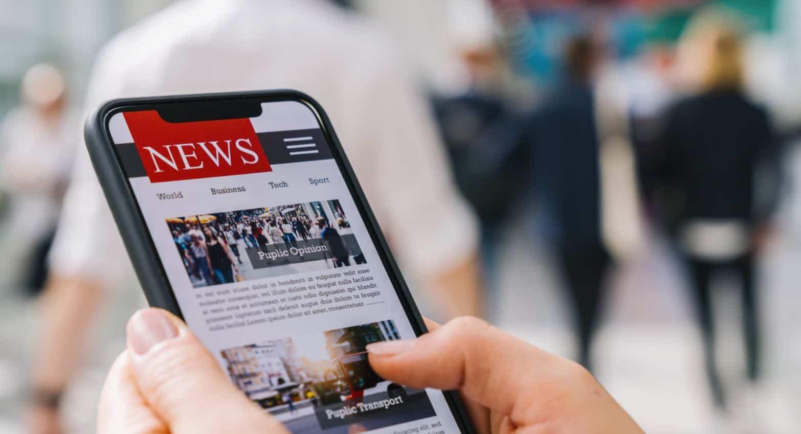 Un site d'actualités ouvert sur smartphone