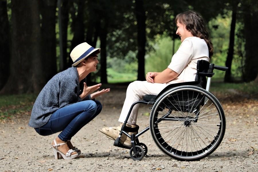 Utilisation d'un fauteuil roulant en extérieur