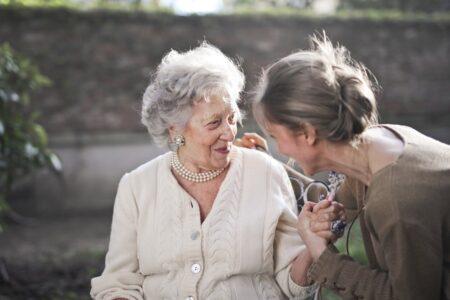 Mise en place des soins à domicile par l'assistante sociale