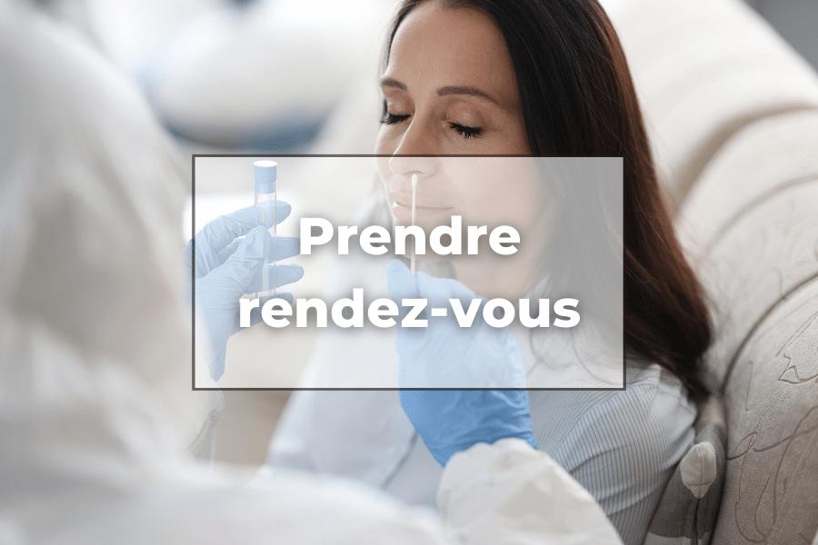 Un professionnel de santé réalisant un dépistage COVID avec la mention prendre Rendez-vous