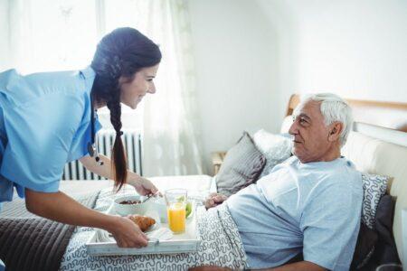 Soins à domicile : aide-soignante