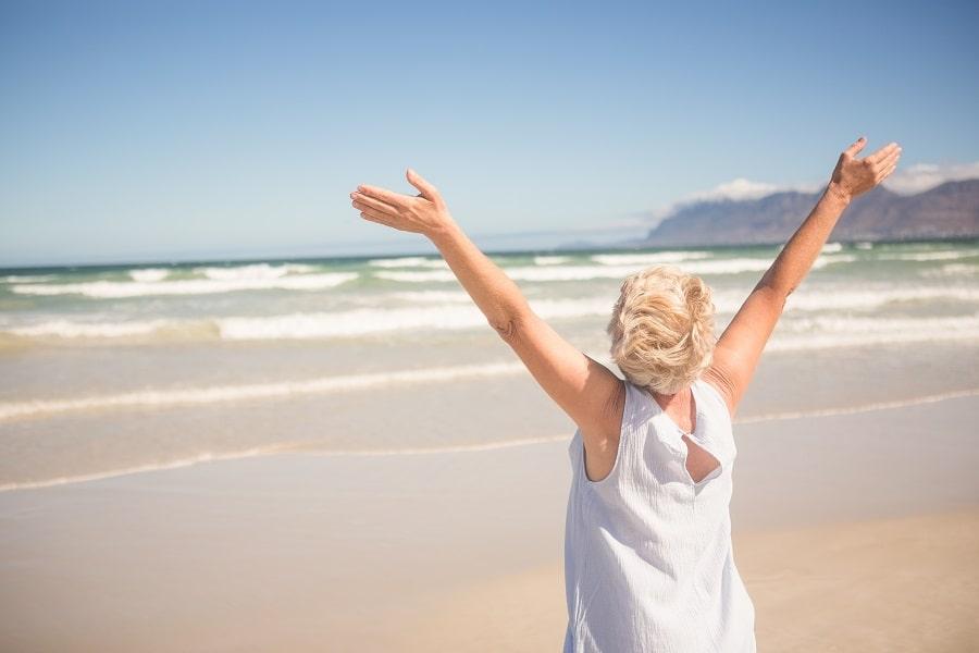 Soins à domicile pendant vos vacances d'été avec Medicalib !