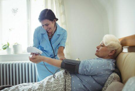 Hospitalisation à domicile et infirmière libérale